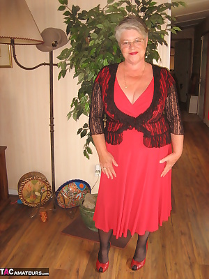 Red HOT Mama I always feel so sexy when im in red and black. All i need now is a red hot and hard man, to pleasure this