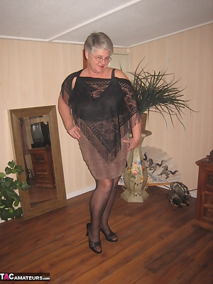 MEOWWWW cougar girdlegoddess needs to play with your ballsLet me get down to my sexy black slip, then girdle and stockin