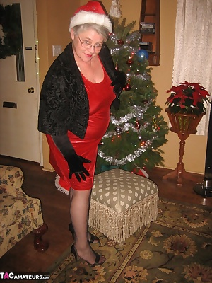 Oh Look, its Girdlegoddess under the Christmas tree. This mature MILF is looking for something fun under that tree. HHmm