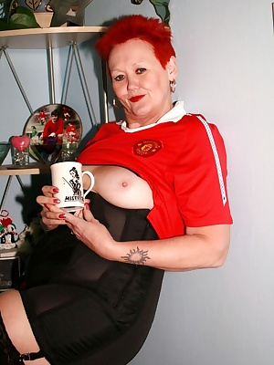 This is for all you red devil fans cos I know you like to see me in my shirt.