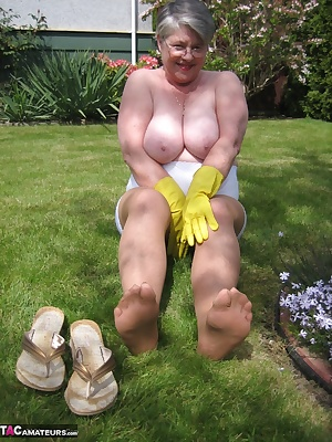 In the garden, on my hands and knees, im the garden MILF, waiting for you, to please.