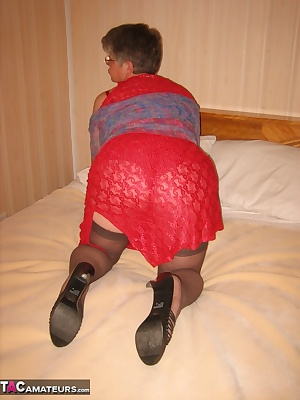Red HOT mama, on the bed.So sexy and sweet, wouldnt you just love to have her to eat All those toes that want your atten