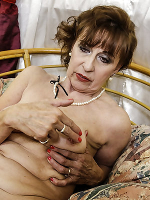 Mature granny ladies pictured while naked and masturbating with sex toys