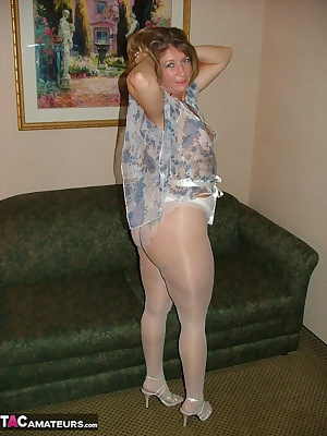 For all you PANTYHOSE lovers, heres to you. While visiting with a fan, I had him take some pictures while we got acquain