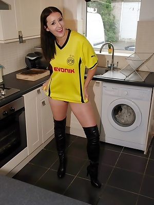 I told Juicy Jessica to make sure she had a good pair of boots on so she looked the part for wearing the Borussia Dortmu
