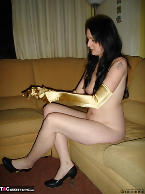 Snapshot pictures of nude amateur housewife Dominique wearing only long handgloves and high heels at home.