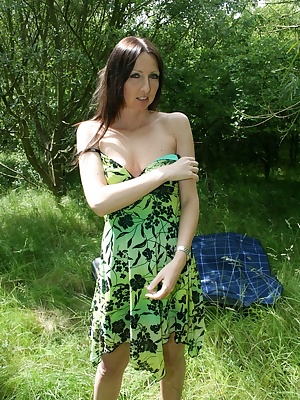 Tracey is having a picnic in her sexy green summer dress. Along comes randy Fred who soon gets into the dirty tarts knic