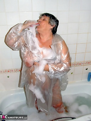 Hot water and soapy bubbles make me feel really really horny so cum and join me  wish I had someone to wash my back . Hu