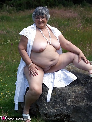 I love a walk in the country on a hot sunny day so cum join me as I let the sun caress my 42DD boobs and give my pussy s
