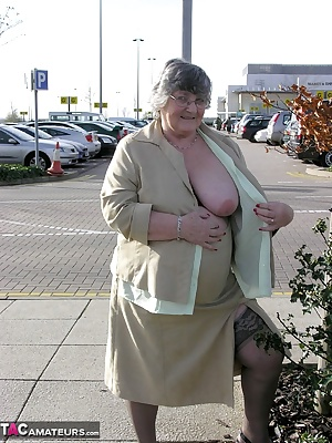 My member David took me shopping at our local Mall  cum and join us as I give the shoppers a thrill in the car park...