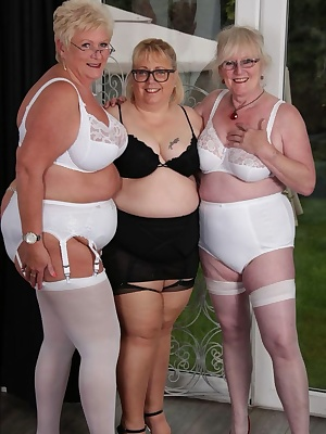 Hi Guys I met up with the gorgeous Claire Knight and Juicy Jules, we wanted to get some pictures done of us in our stock