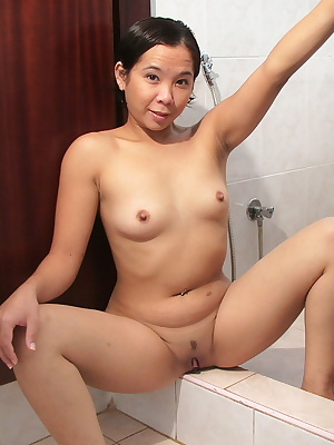 Melissa was cleaning the toilet, of course naked. What a view for hubby when he came back from work. Her hubby couldn't