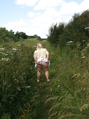 Hi Guys Here I am in my girlfriend Lyns' garden, she has a large area leading down to a canal which gets overgrown.I was
