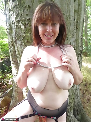 Just at the back of where I live is a lovely bit of natural woodland. I love to go down there and see what natural wonde
