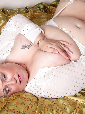 Hi GuysI decided to take a little rest on a sunny afternoon, I laid down on this greatfour poster bed and began to let m