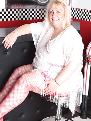 Hi GuysHere I am in the diner with my lacey top and wonderful red heels.I was shooting for a new cameraman so I had to s