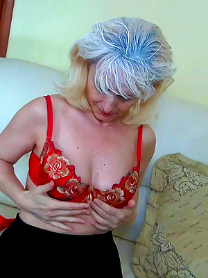 Nasty mature women wanting to get off