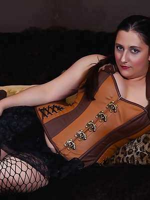 Im a big fan of steampunk so Ive decided to do a photo set withy new gorgeous corset. Whilst I was posing I started feel