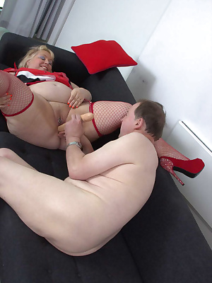 I met Chris for an afternoon of sexy fun, he had asked me tomeet him for lunch,We soon got stripped off, Chris has alway