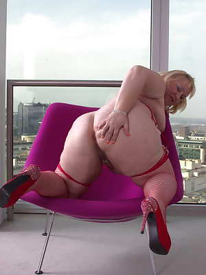 Hi Guys, I was staying at a friends apartment in Birmingham, it was on the 17th floor and look out over the city.With th