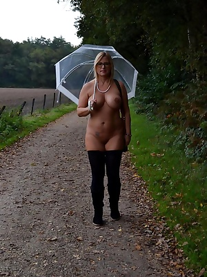 Traditionally, every year I do a nude walk at end of the nudist-season. Although I often run naked through the woods, bu