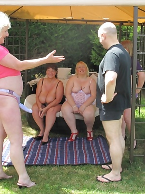 I was visiting Claire, Speedybee and Kim on a warm summers day, as we chatted in the garden two gardeners arrived to cut