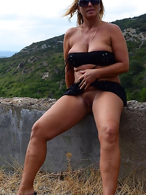 During my summer Holidays I did some excursions in South France. I twas so hot, so my Outfit was very small.