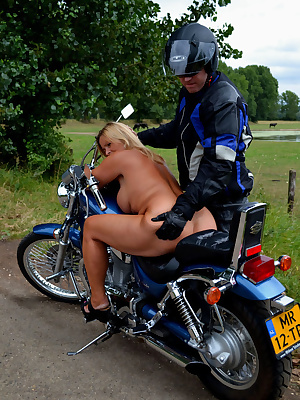 It's been in my head for a long time that I wanted to ride with a motor-bike completely nude, not just a paltry 50 meter