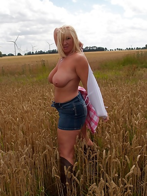 Out in the sun and loving the cornfield I just have to get naked. Melody x