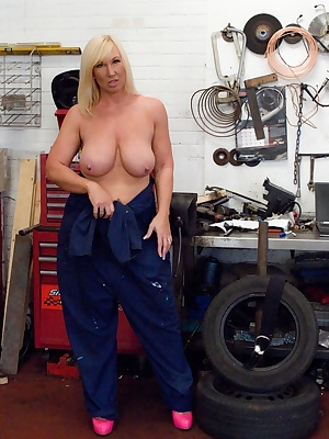 I don't model full time you know, the day job is working in the garage. Melody x