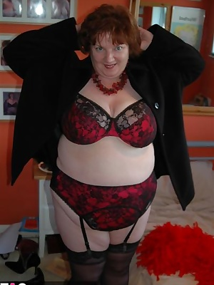 Today I show off and pose for you in my new black and red lingerie set. Matching 44g full bra, knickers, suspender belt