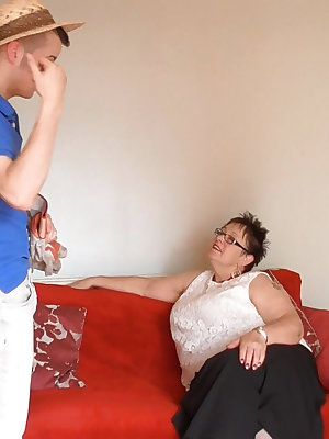 Handy man with huge dick fucking hard this fat busty mature granny