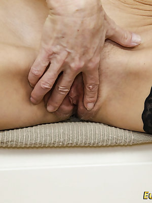 HUge wrinkley granny pictures collection with striptease and masturbations