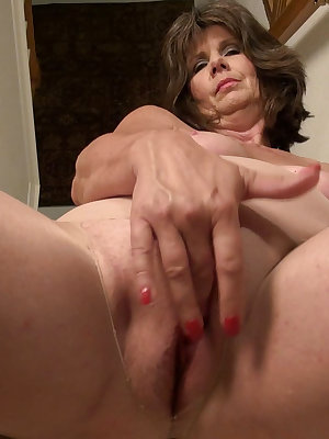 Senior granny exposing her body till completely naked and hot for toy masturbation
