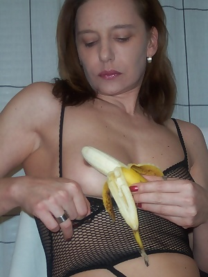 Come in and see what I can make with a banana...I think you never seen this before and I hope you wish it were your cock