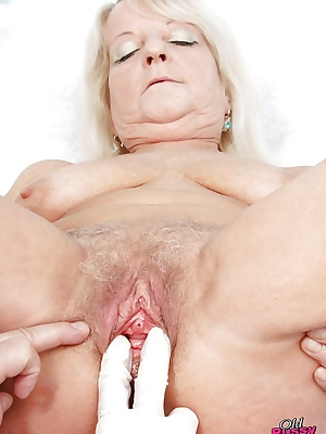 Chubby mature granny with big flabby tits gets her twat examed by gyno