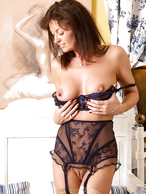 Sexy lingerie MILF Lucy Heart