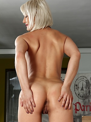 Blonde solo girl Vanessa Moore flaunting mature MILF ass in thong panties