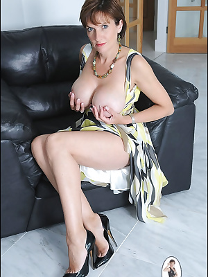 Lady Sonia: Busty mature lady in sexy panties