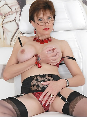 Lady Sonia: Horny mature slut in hot underwear