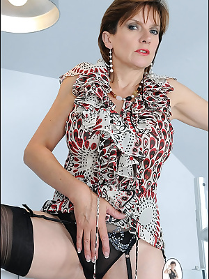Lady Sonia: Freaky mature honey in colorful dress