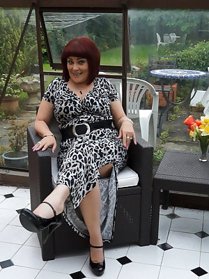 Experienced grannies showing off their masturbation abilities