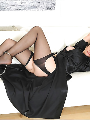 Lady Sonia: Amazing mature lady in sexy outfit