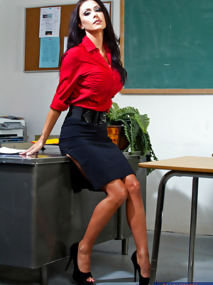 Gorgeous MILF teacher Jessica Jaymes