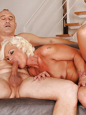 Lascivious mature blonde gets her asshole drilled and creampied
