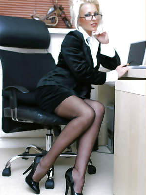 Secretary gets bored in the office
