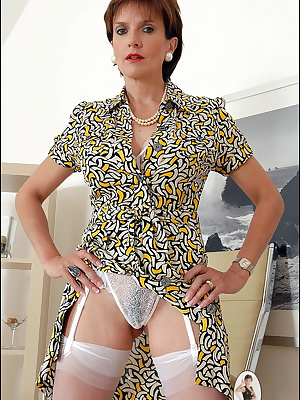 Lady Sonia: Magnificent mature lady shows her lingerie
