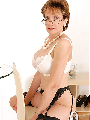 Lady Sonia: Sweet mature woman in sexy lingerie