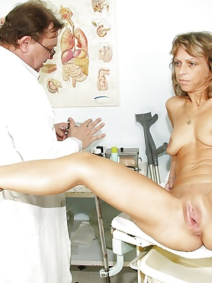 Slim mature lady with flabby tits gets her cunt examed by gyno