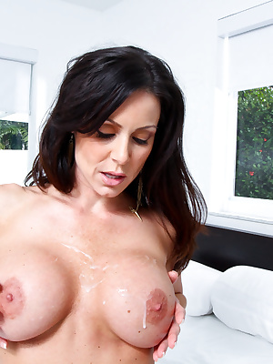 Kendra Lust: Hot mommy rides a young man